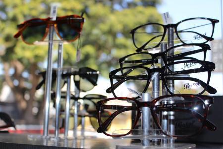 055126ce48ae2 A Ótica do Advogado está sempre em busca de novidades para melhor atender a  advocacia goiana. São diversas marcas de óculos de sol